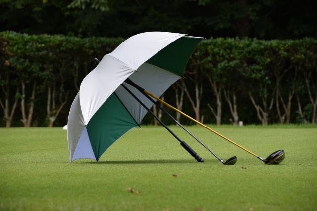 ゴルファーの悩み解決!雨の日のダフリ回避とマネジメント!