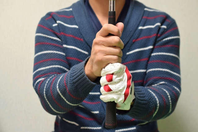 ゴルフのグローブに表示されている大きさの基準はなに?