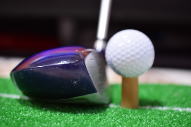 ゴルフクラブにフェースシールを貼って練習すると上手くなる