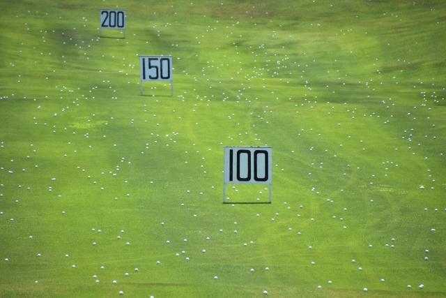 ゴルフ初心者のドライバーの飛距離は何ヤードが目安になる?