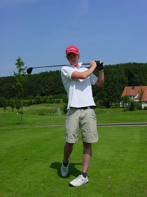 ゴルフスイングの練習はゆっくり素振りすると良いって本当?