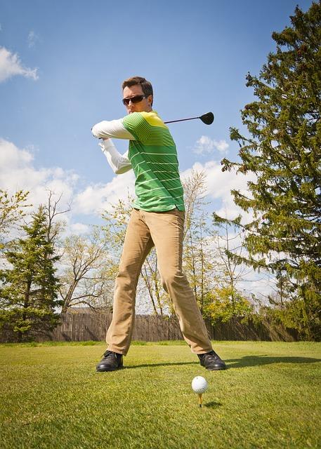 プロゴルファーを参考!下半身リードのコツとその練習方法