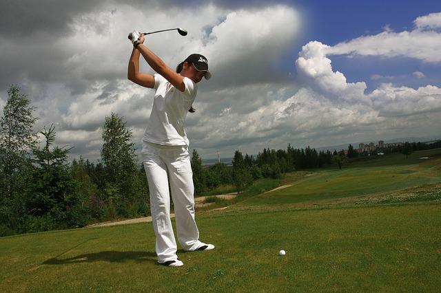 ゴルフ女子に気を付けて欲しいTPOに合わせたズボンの丈