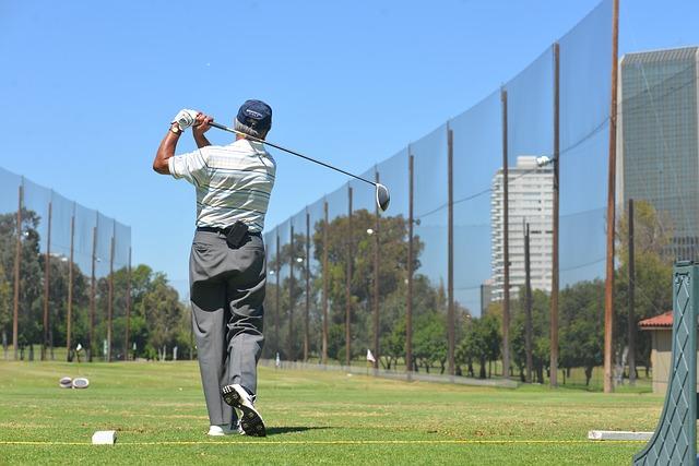 ゴルフスイングでフィニッシュまで振り切るコツと練習方法