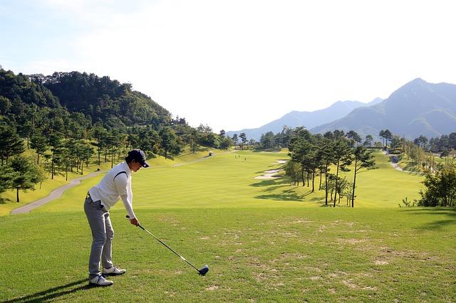 ゴルフでアドレスを取る際の正しい頭の位置はどこになるの?