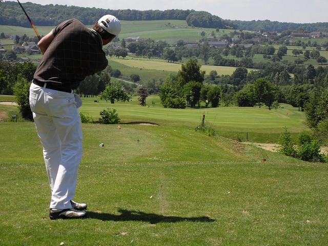 ゴルフスイングで右膝が前に出るとシャンク病になってしまう
