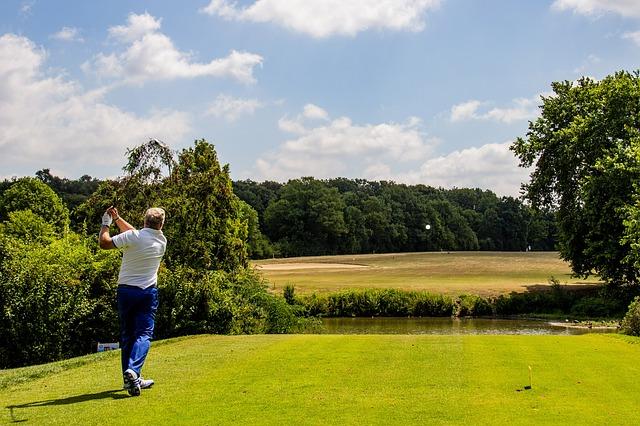 ゴルフスイングで飛距離を伸ばすために重要な左脇の締め方