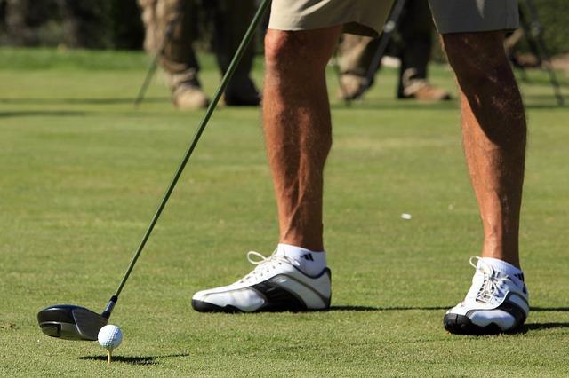 ゴルフのアドレスでスタンスを取る際の膝を曲げる適正な度合
