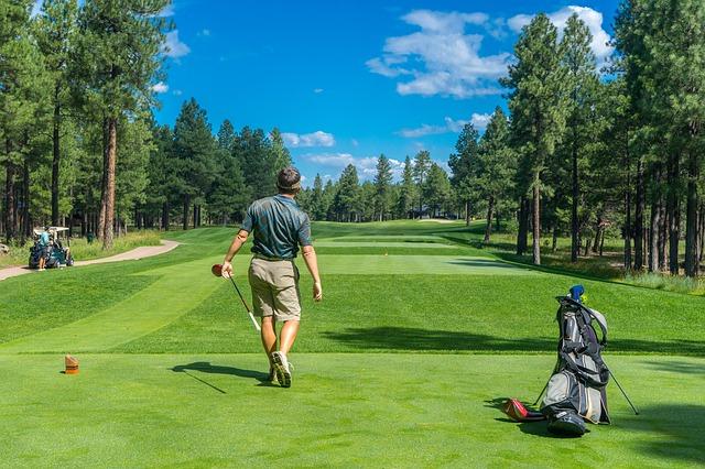 ゴルフボールの弾道を打ち分けるには2種類の横回転を覚える