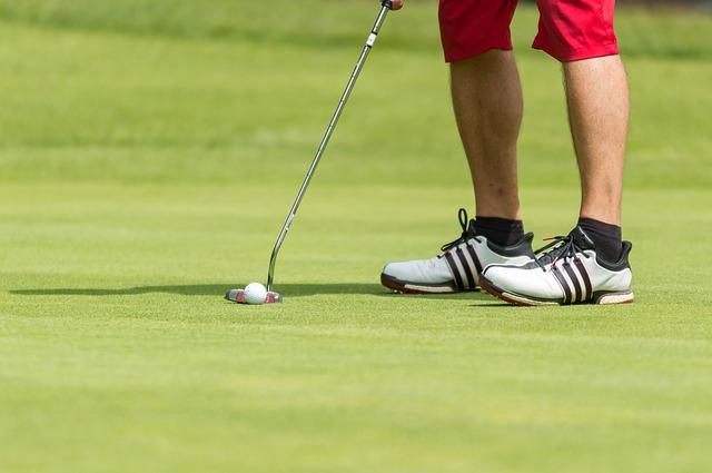 人気のゴルフファッション!若者におすすめなものはコレ!