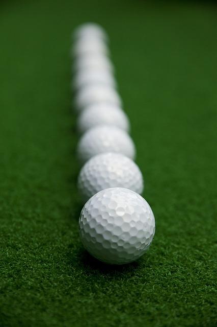 ゴルフ上達の鍵となるアドレスは足の位置を決めることが大事