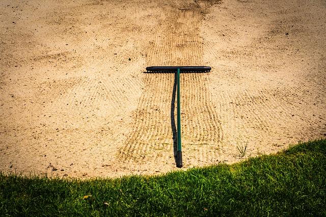 ゴルフルールの用具にレーキという道具がないことが問題!