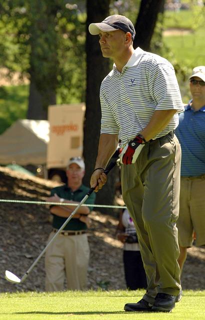 ゴルフスイングで左肩を回すためには右肩を引くことが必要!