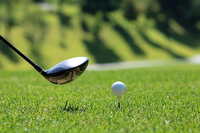多くのゴルファー憧れ、ドライバーで300ヤード飛ばすには