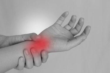 ゴルフで右手首が痛いときの原因と再発防止の修正法