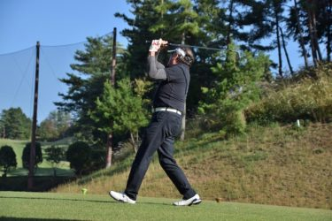 ゴルフクラブを握る左手甲の向きはトップでリセットされる